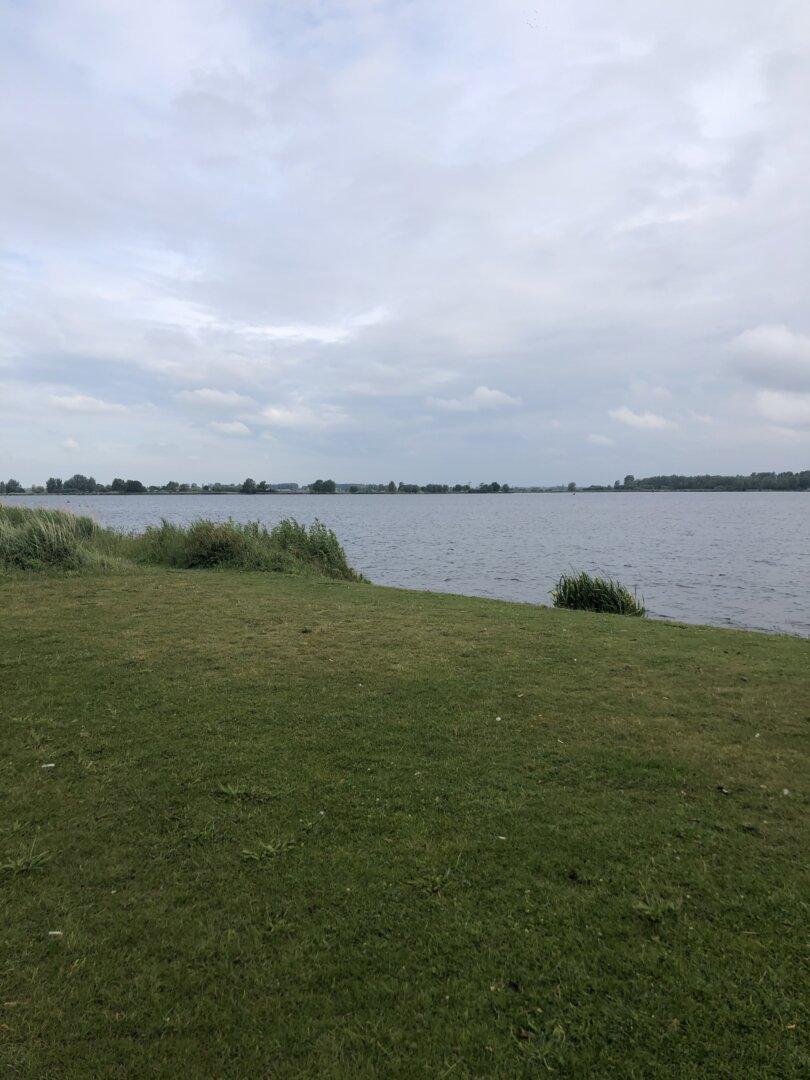 wandeling langs het water